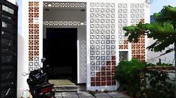 Dùng gạch thông gió cho mặt tiền, ngôi nhà Đà Nẵng vừa đẹp, vừa giải quyết được nhược điểm của nắng hướng Tây