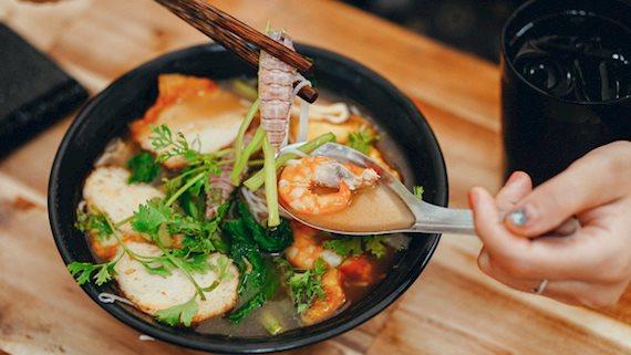 Góc ăn trưa: Hôm nay ghé thử 3 quán quanh quận Thanh Xuân bán toàn món ngon, đảm bảo mát mẻ mà giá lại rẻ