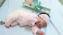 Chỉ vì 1 cơn sốt lúc mang bầu, mẹ xót xa khi con gái vừa chào đời đã phải chọc tủy