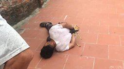 Người đàn ông sàm sỡ bé gái 14 tuổi đang ngồi gọt mướp