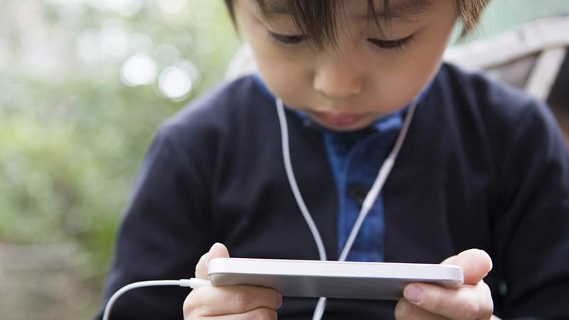 Các vấn đề về trẻ em và thiết bị di động - Ảnh 1.