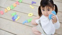 8 cách 'chơi mà học' giúp con sớm thuộc bảng chữ cái để tự tin vào lớp 1