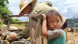 Ánh mắt ám ảnh của trẻ em vùng lũ: Những chuỗi ngày mờ mịt khăn tang, chẳng còn nhà cửa lẫn ước mơ đến trường