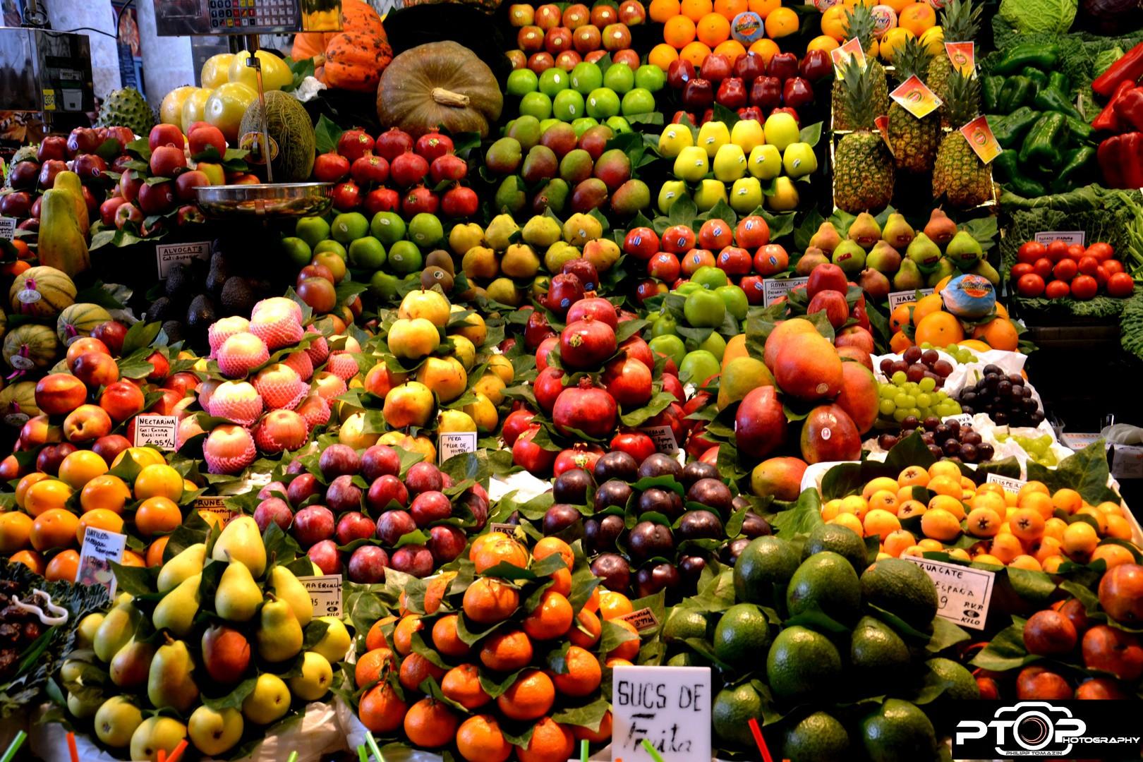 obst-in-den-markthallen-von-barcelona-la-boqueria-3fff66a6-d426-4dc8-a769-273199bfa1b8