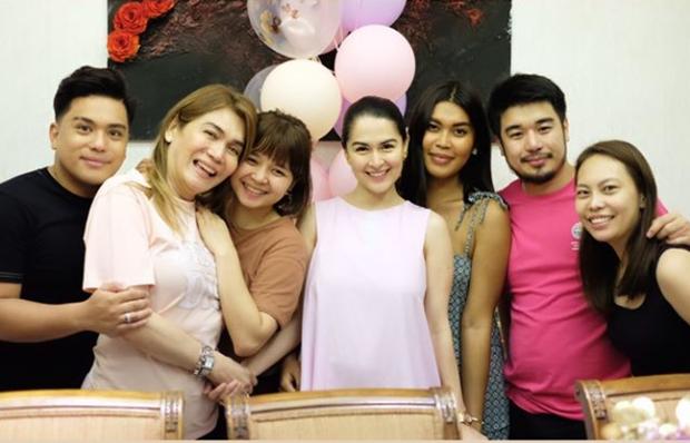Tiệc sinh nhật tuổi 35 của mỹ nhân đẹp nhất Philippines: Nhan sắc cực phẩm, con gái gây chú ý vì tặng món quà bất ngờ - Ảnh 5.