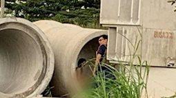 Cô gái khỏa thân giữa ban ngày trong ống cống để nhóm nam thanh niên... thi nhau chụp ảnh ở Sài Gòn