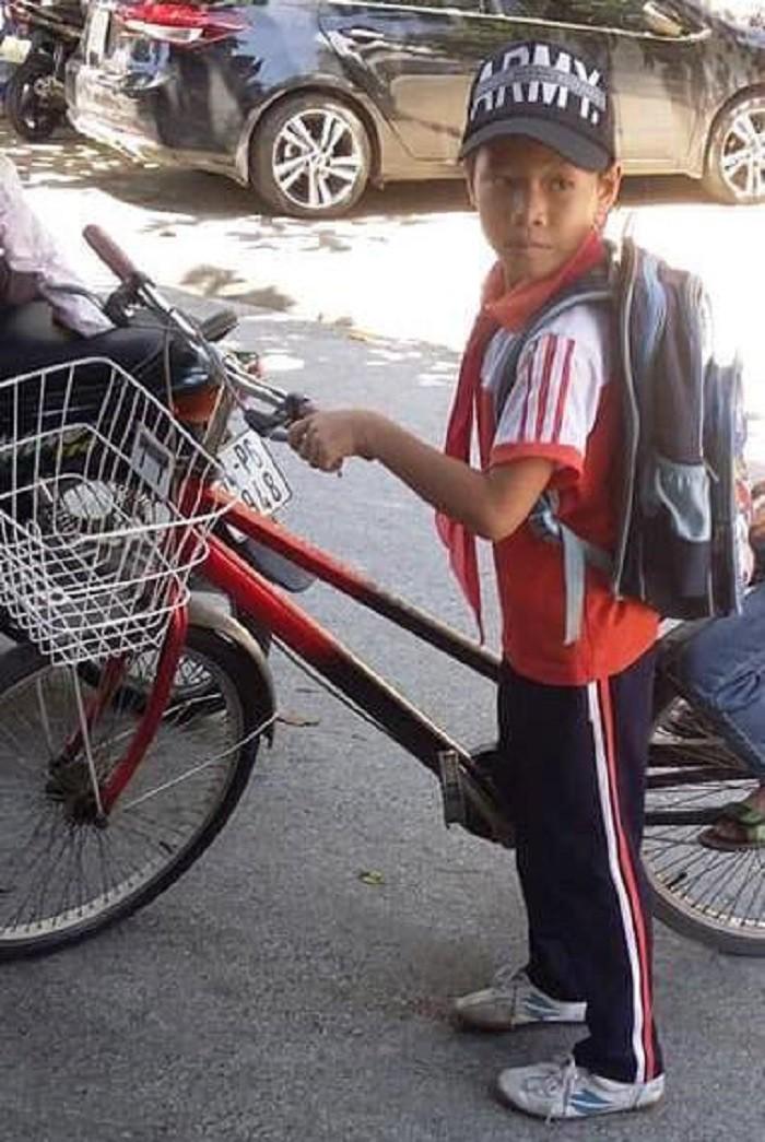 Nói với bà đi đổ rác, bé trai 6 tuổi đạp xe bỏ nhà đi - Ảnh 1.