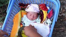 Phát hiện một bé gái sơ sinh bị bỏ rơi trước của nhà lương y tại Bắc Giang
