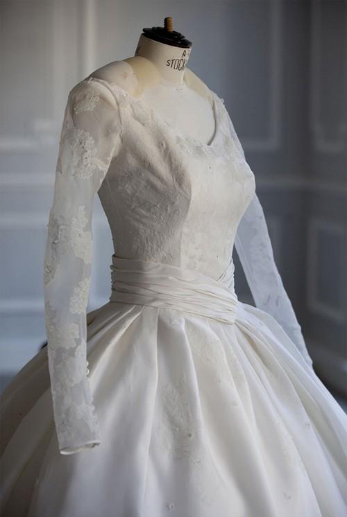 Ngỡ váy cưới 7 tỷ của Angela Baby đã phá đảo showbiz, nào ngờ vẫn thua xa đầm bằng vàng của mỹ nhân làng thể thao - Ảnh 2.