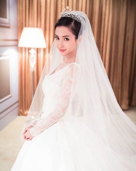 Ngỡ váy cưới 7 tỷ của Angela Baby đã phá đảo showbiz, nào ngờ vẫn thua xa đầm bằng vàng của mỹ nhân làng thể thao - Ảnh 3.