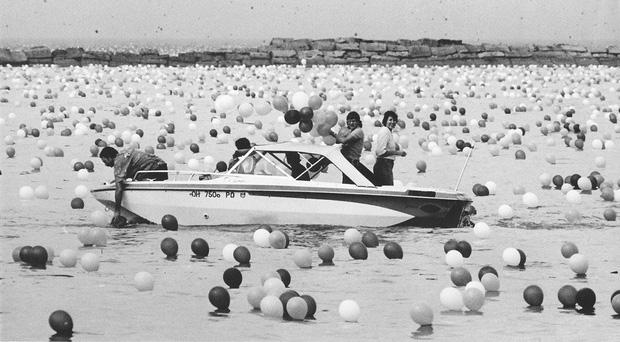 Chuyện về thảm họa gây quỹ tai tiếng nhất lịch sử: Thả 1,4 triệu quả bóng lên trời, tưởng lập kỷ lục nào ngờ biến thành chuỗi bi kịch không hồi kết - Ảnh 4.