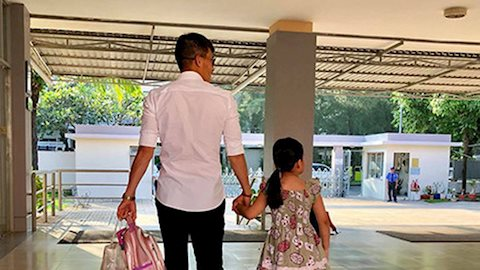 Thủy Tiên than thở 'kiếp đẻ thuê' nhưng lại bật mí hành động không ngờ của con gái dù chỉ mới 6 tuổi