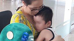 Lại có bé trai 37 tháng bị hóc dị vật đường thở do nuốt đồng xu, bác sĩ hướng dẫn cách cấp cứu đúng nhất khi trẻ bị hóc dị vật