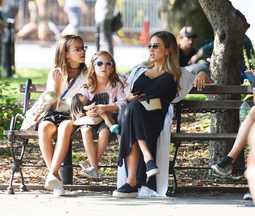 jessica-alba-daughters-1024x867