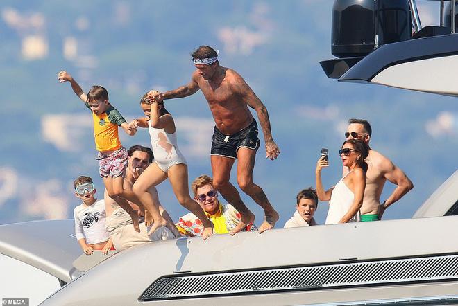 David Beckham không thể ngừng âu yếm vợ và chơi đùa với các con, gia đình hạnh phúc số 1 Hollywood là đây chứ đâu? - Ảnh 6.