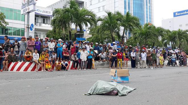 Lời khai của người phụ nữ đi xe máy đánh rơi bao tải chứa nhiều xác thai nhi xuống đường - Ảnh 1.
