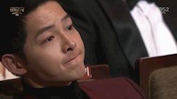 Ly hôn Song Hye Kyo không dễ dàng như nhiều người nghĩ, Song Joong Ki đã bật khóc trong ngày sinh nhật tuổi 34 vì quá áp lực