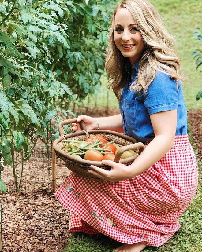 Gặp cô giáo xinh đẹp yêu làm vườn, thích nấu ăn và giấc mơ được trồng rau quả sạch suốt cuộc đời - Ảnh 1.