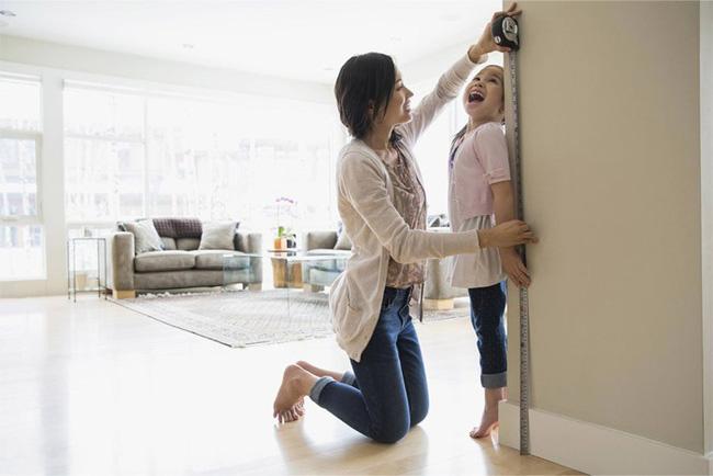 Mẹ cao 1m55 nhưng con gái vẫn cao 1m7, tất cả là nhờ mẹ đã ghi nhớ những điều này - Ảnh 2.