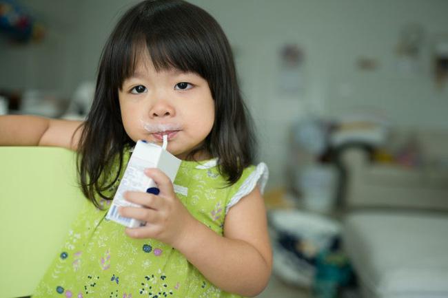Mẹ Việt thi nhau làm sữa hạt cho con uống nhưng các chuyên gia Hoa Kỳ lại khuyến cáo trẻ không nên dùng - Ảnh 3.