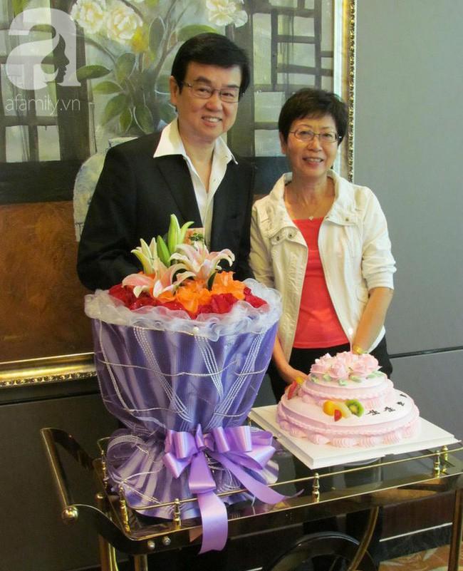 """Ông trùm Hong Kong quyền lực """"khủng"""" và cuộc sống được mỹ nữ vây quanh, gần 50 năm vẫn chung tình cùng người vợ"""