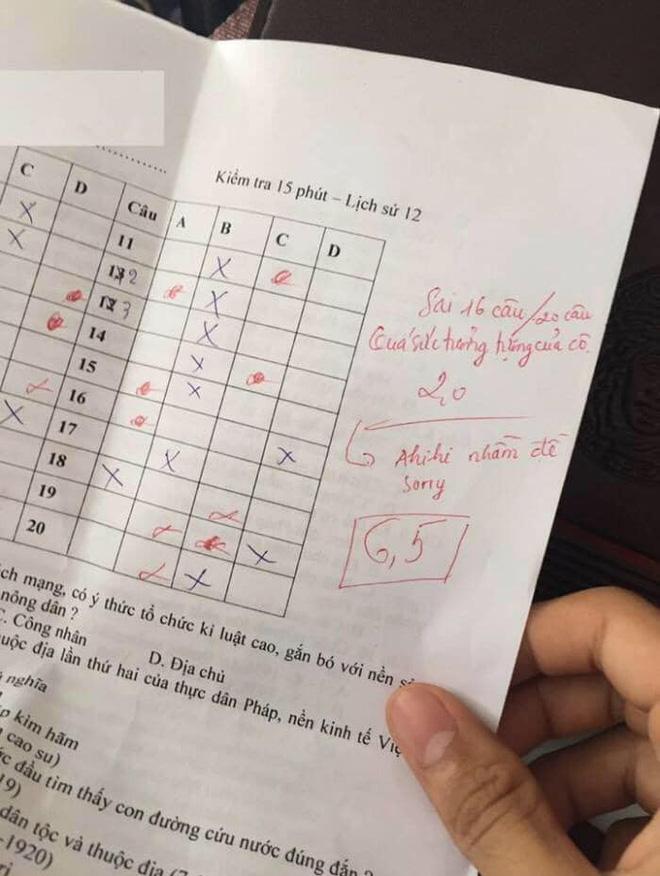 Chấm nhầm cho học sinh từ 6.5 xuống còn 2 điểm, cô giáo dạy Sử phê ngay một câu cực đáng yêu khiến học trò bỏ qua hết lỗi lầm - Ảnh 1.