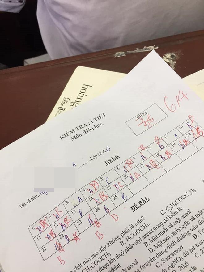 Chấm nhầm cho học sinh từ 6.5 xuống còn 2 điểm, cô giáo dạy Sử phê ngay một câu cực đáng yêu khiến học trò bỏ qua hết lỗi lầm - Ảnh 2.