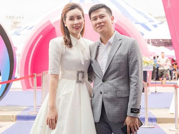 Hồ Hoài Anh tay vẫn đeo nhẫn cưới, xuất hiện cùng Lưu Hương Giang và con gái sau ồn ào ly hôn - Ảnh 2.