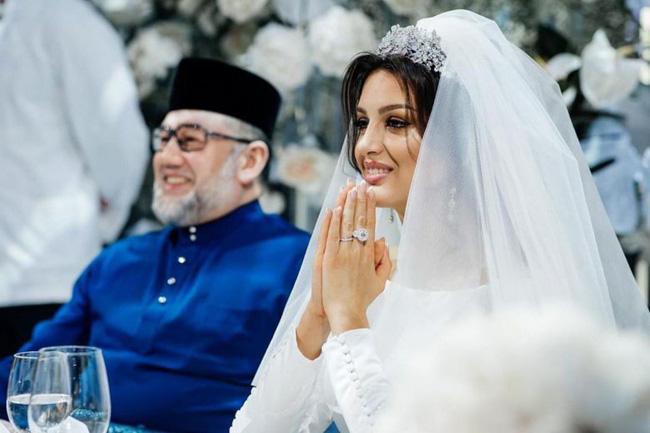 Vợ cựu vương Malaysia khiến nhiều người rơi nước mắt khi chia sẻ phải bán nhẫn cưới để giữ con, bị chồng bỏ rơi lúc mang thai 4 tháng - Ảnh 2.
