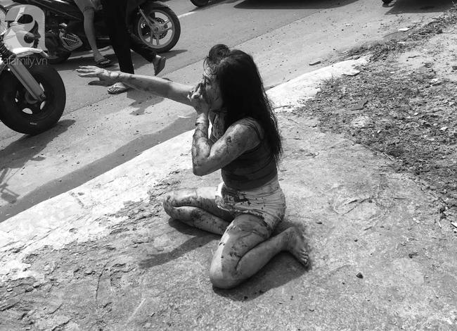 Bình Dương: Đang bán cà phê, người phụ nữ 39 tuổi bị gã đàn ông lao vào đâm nhiều nhát sau khi cự cãi - Ảnh 2.