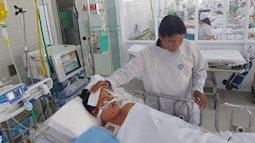 Người mẹ sắp sinh thì mất con đã tử vong sau 2 tuần hôn mê, chồng nghẹn ngào đưa vợ về nhà