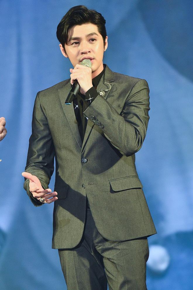 Xúc động trước hình ảnh Noo Phước Thịnh rưng rưng nước mắt nghẹn ngào trên sân khấu, chia sẻ về fan nữ vừa qua đời vì ung thư - Ảnh 4.
