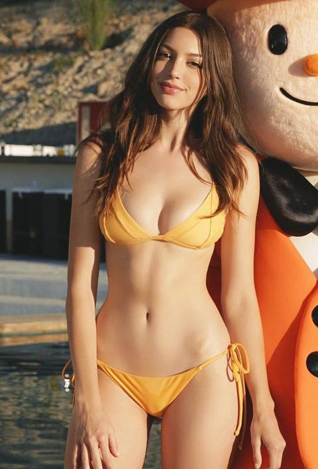 Cận cảnh nhan sắc quyến rũ của hot girl nóng bỏng và gợi cảm số một mạng xã hội - Ảnh 9.