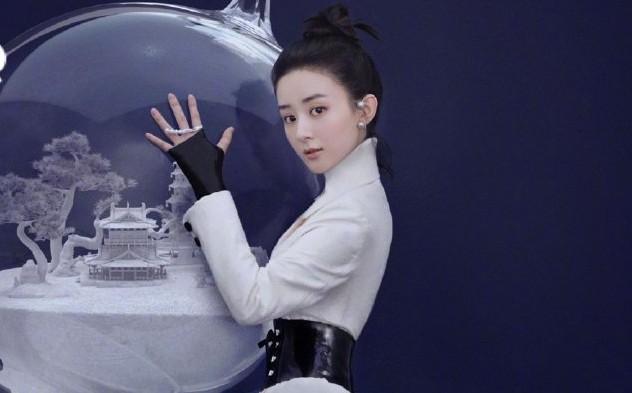 Bìa tạp chí comeback Cbiz đầu tiên của Triệu Lệ Dĩnh: Chân dài, eo thon nhưng cà mặt quá đà đến mức chẳng thể nhận ra - Ảnh 2.