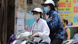 Hà Nội: Không khí lạnh tràn về, nhiệt độ giảm mạnh, người dân co ro, mặc áo ấm khi ra đường