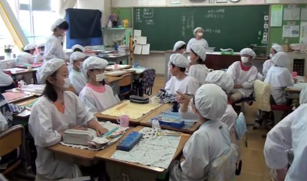 Tận mắt chứng kiến giờ ăn trưa của trẻ em Nhật để thấy các bé đã học được gì từ 45 phút ăn trưa mỗi ngày - Ảnh 9.