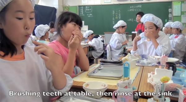 Tận mắt chứng kiến giờ ăn trưa của trẻ em Nhật để thấy các bé đã học được gì từ 45 phút ăn trưa mỗi ngày - Ảnh 16.