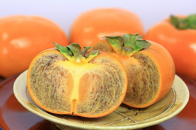 Hồng đen Nhật Bản, loại quả thượng hạng có giá gần triệu đồng/kg hút khách - Ảnh 9.