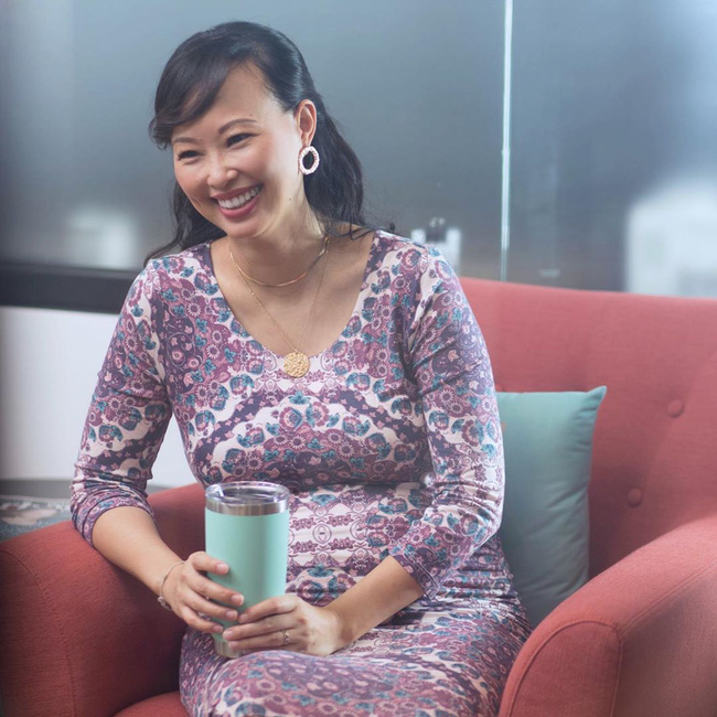 Mang thai ở tuổi tứ tuần, Shark Linh vẫn giữ được vóc dáng thon gọn và thần thái vô cùng rạng rỡ - Ảnh 5.