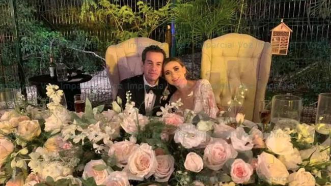 Hé lộ thêm thông tin mới gây sốc đằng sau đám cưới giữa cựu thị trưởng Mexico và con dâu đang gây xôn xao dư luận - Ảnh 1.