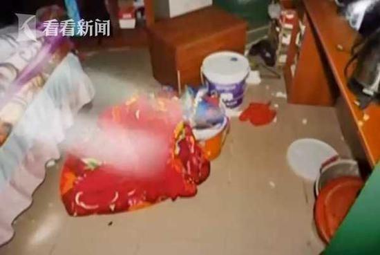 Nghi ngờ vợ ngoại tình, người bố trẻ giận dữ làm một hành động trả đũa khiến tính mạng con ruột gặp nguy hiểm - Ảnh 1.