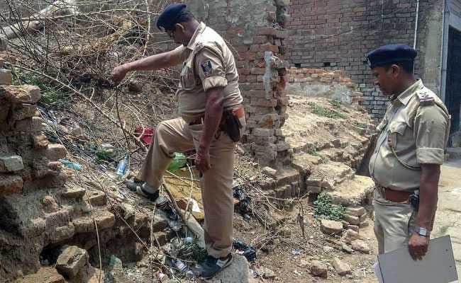 Cặp đôi Ấn Độ bị ném đá đến chết vì cô gái dám cả gan kết hôn người không cùng đẳng cấp - Ảnh 1.