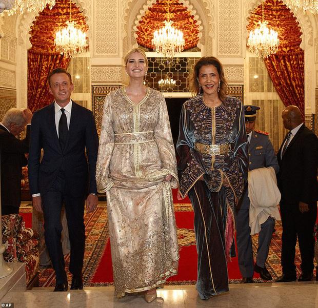 Dự tiệc tại cung điện hoàng gia, Ivanka Trump bị chê xuống sắc với vẻ ngoài kỳ lạ, nghi vấn mang thai lần 4 - Ảnh 2.