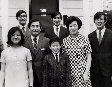 2 bí quyết nuôi dạy của bà mẹ có 6 người con là Tiến sĩ đại học Havard và đại học Yale: Đơn giản, dễ thực hiện, mọi phụ huynh nên áp dụng - Ảnh 1.
