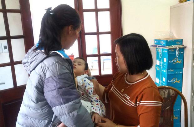 Sự thật bất ngờ bé trai 3 tuổi ở Hải Dương bị bỏ rơi trước cửa nhà dân - Ảnh 5.