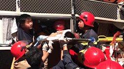 Thanh Hóa: Hàng chục cảnh sát cứu 3 hành khách kẹt trong xe sau vụ tai nạn