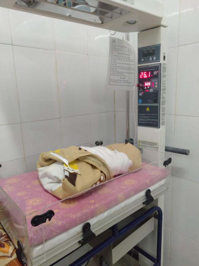 Nghệ An: Sản phụ nguy kich, thai nhi tử vong bất thường, người nhà vây bệnh viện yêu cầu làm rõ nguyên nhân - Ảnh 2.