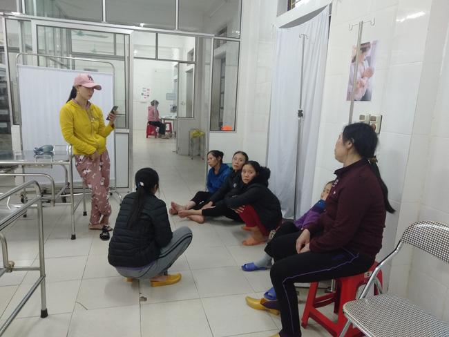 Nghệ An: Sản phụ nguy kich, thai nhi tử vong bất thường, người nhà vây bệnh viện yêu cầu làm rõ nguyên nhân - Ảnh 4.