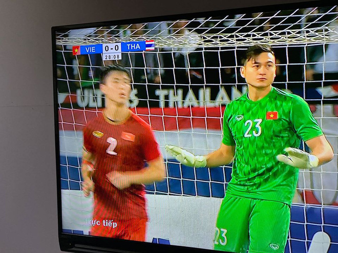 Hình ảnh Đặng Văn Lâm sau khi cản penalty được chia sẻ khắp MXH Việt Nam - Ảnh 1.