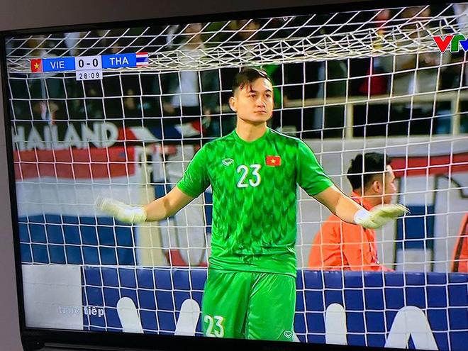 Hình ảnh Đặng Văn Lâm sau khi cản penalty được chia sẻ khắp MXH Việt Nam - Ảnh 2.